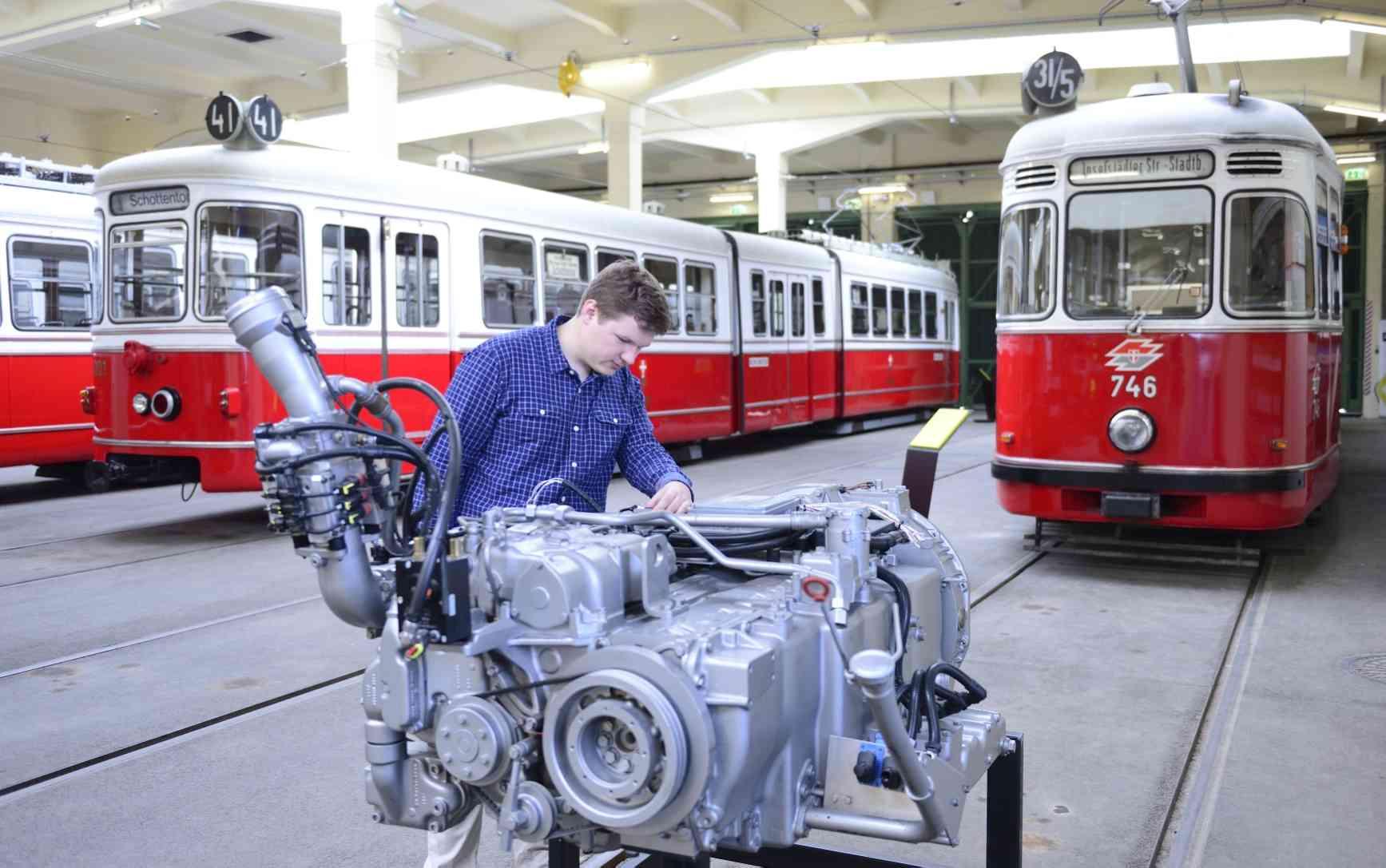 Nach wie vor können die BesucherInnen natürlich die historischen Fahrzeuge betrachten.