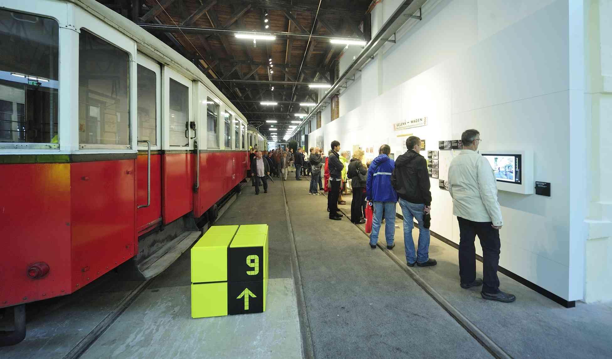 Verschiedene Themeninseln bieten Wissenswertes zur 150-jährigen Verkehrsgeschichte Wiens.