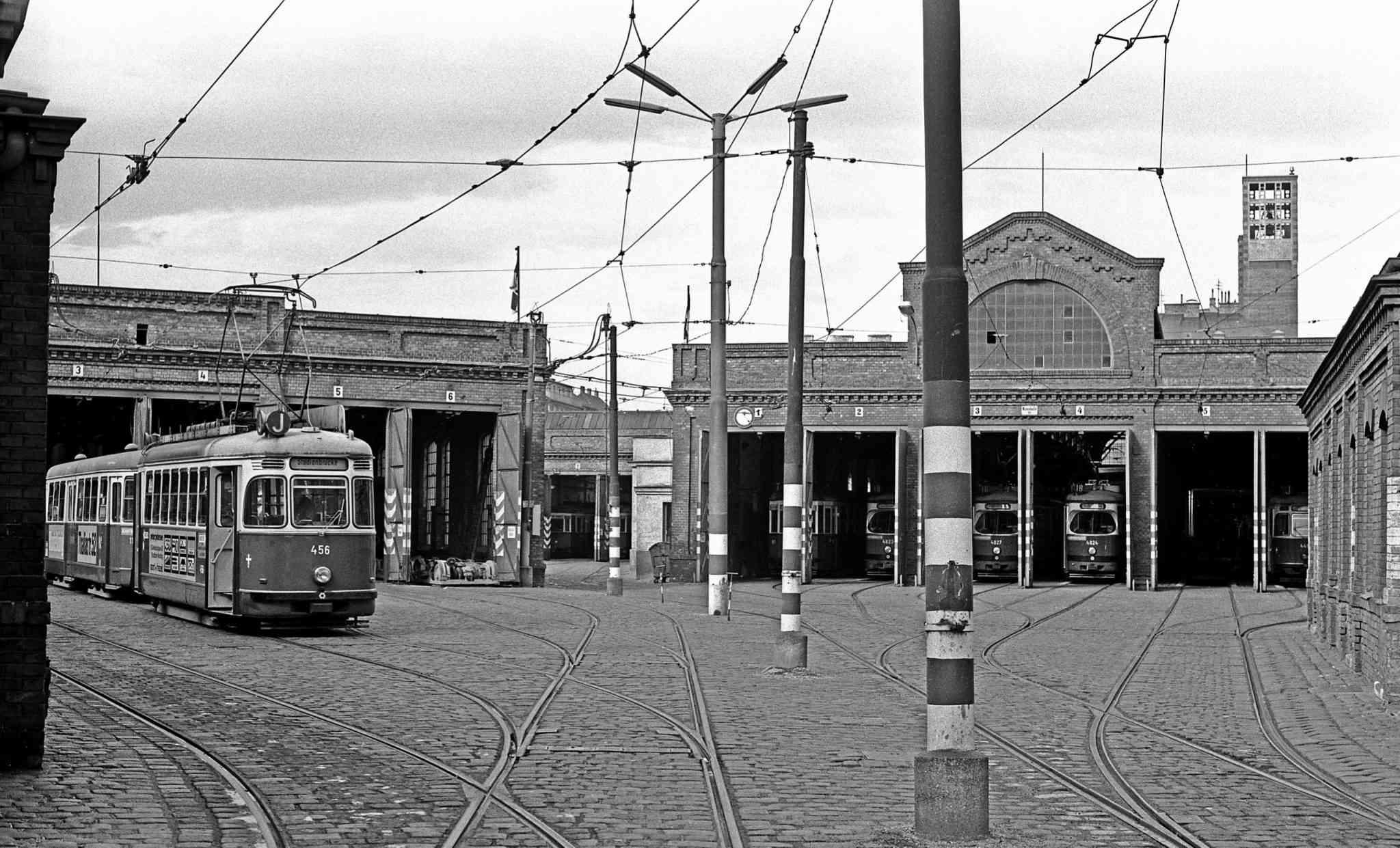 Die Remise Erdberg im Jahr 1978. Ein paar Jahre später entstand hier das Straßenbahnmuseum der Wiener Linien.