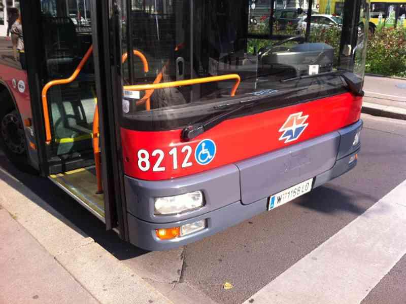 Bus Wagennummer außen