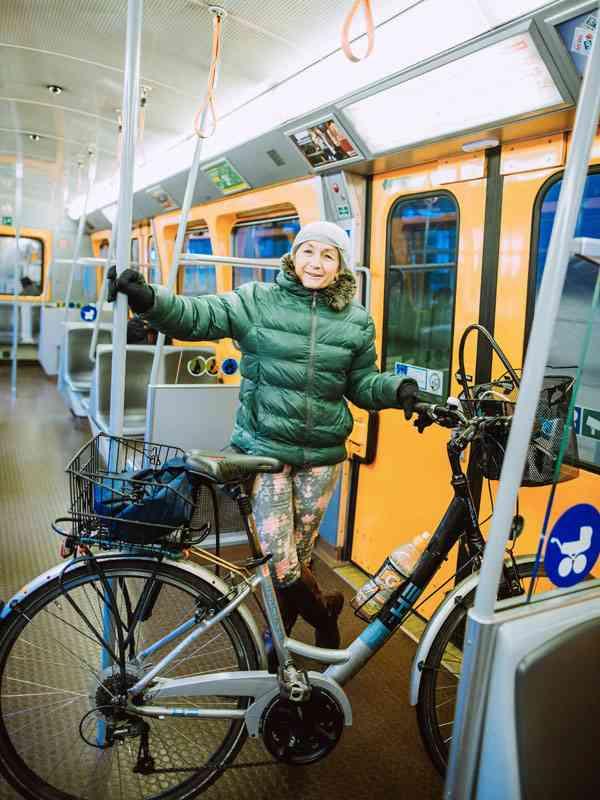 """Dr. Helga Ehn, Arbeitsmedizinerin. Da sie in der Nähe der Station Hütteldorf wohne, nutze sie die U4 sporadisch, erzählte Ehn. Am liebsten sei sie mit dem Fahrrad unterwegs, auf das sie während der Teilsperre auch umsteigen werde. """"Oder auf eine S-Bahn."""""""