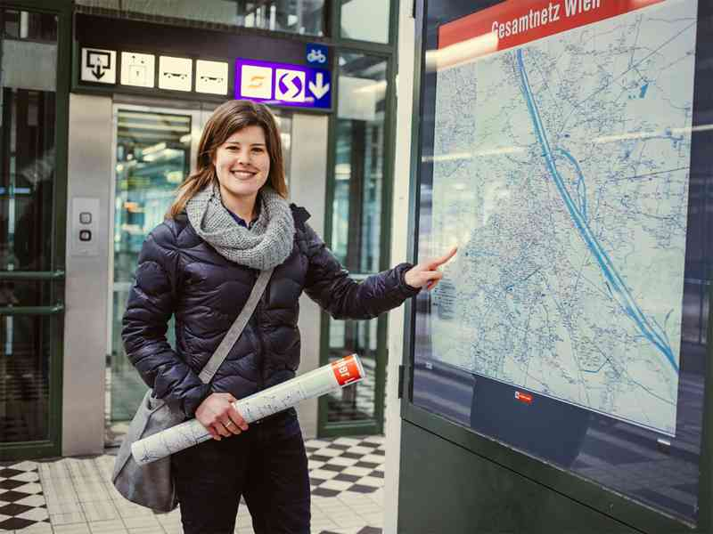 """Wiener-Linien-Mitarbeiterin Ines König ist Expertin für das NEU4-Projekt. Von den Antworten der Fahrgäste war sie beeindruckt: """"Es waren fast alle bereits super informiert."""""""
