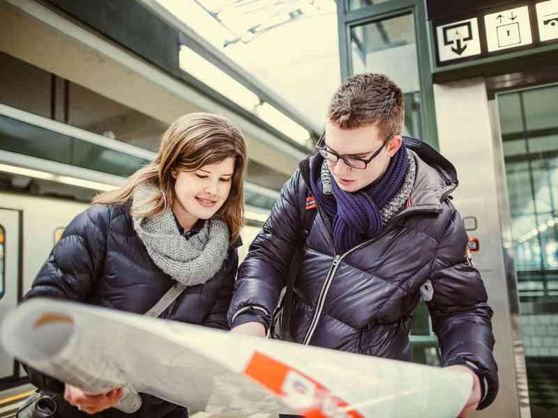 Nikolai Wikar, Schüler. Wikar wohnt in der Nähe der Station Karlsplatz, von der aus er an jedem Wochentag zur Schule in Hütteldorf fährt. Ab 30.4. will er stattdessen die U1 zum Hauptbahnhof nehmen und dort in die S80 umsteigen.