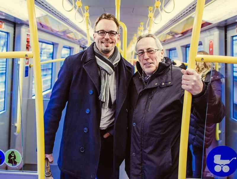 Georg Tonkli, Marketingleiter einer Baustoffhandelsfirma, und Johann Rebernig, Investor. Um das Büro der Firma nahe Hütteldorf während der Sperre zu erreichen, kann der in Ottakring wohnende Tonkli am Westbahnhof von der U3 in die S50 umsteigen.