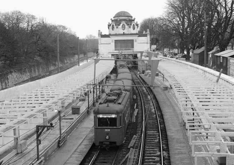Stadtbahn bei der Station Hietzing, 1981