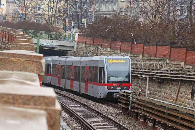 Moderne Niederflurfahrzeuge der Typen T und T1 sind heute die Fahrzeuge der Linie U6.