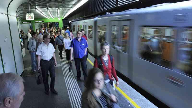 U-Bahnen sind die Lebensadern der Stadt und komplett elektrisch unterwegs. Wer dem Klima etwas Gutes tun will, fährt öffentlich und lässt das Auto stehen.