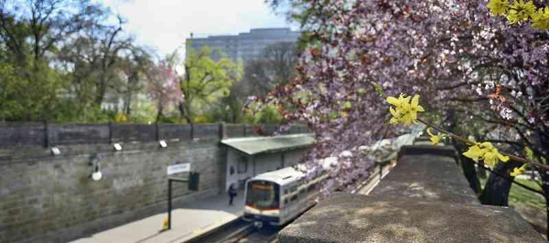 Die Linie U4 heute bei der Station Stadtpark.