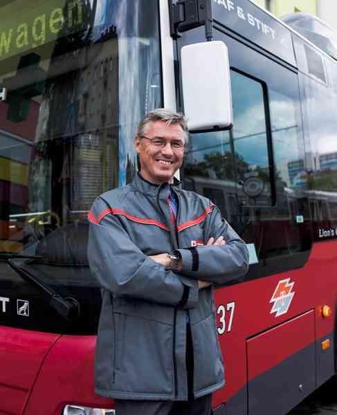 Wolfgang Zima wollte raus aus dem Büro und bewarb sich als Busfahrer.