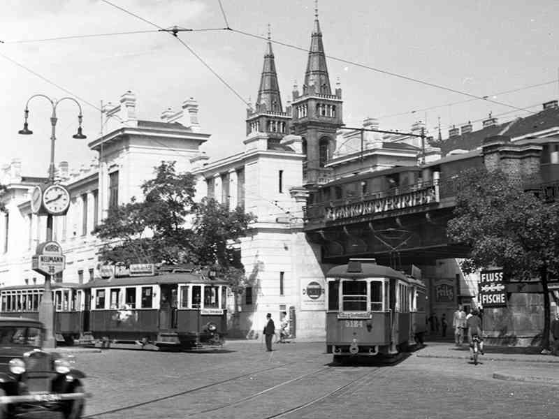 Die heutige U6-Station Josefstädter Straße im Jahr 1954. Die Stadtbahn ist schon längst elektrisch unterwegs.