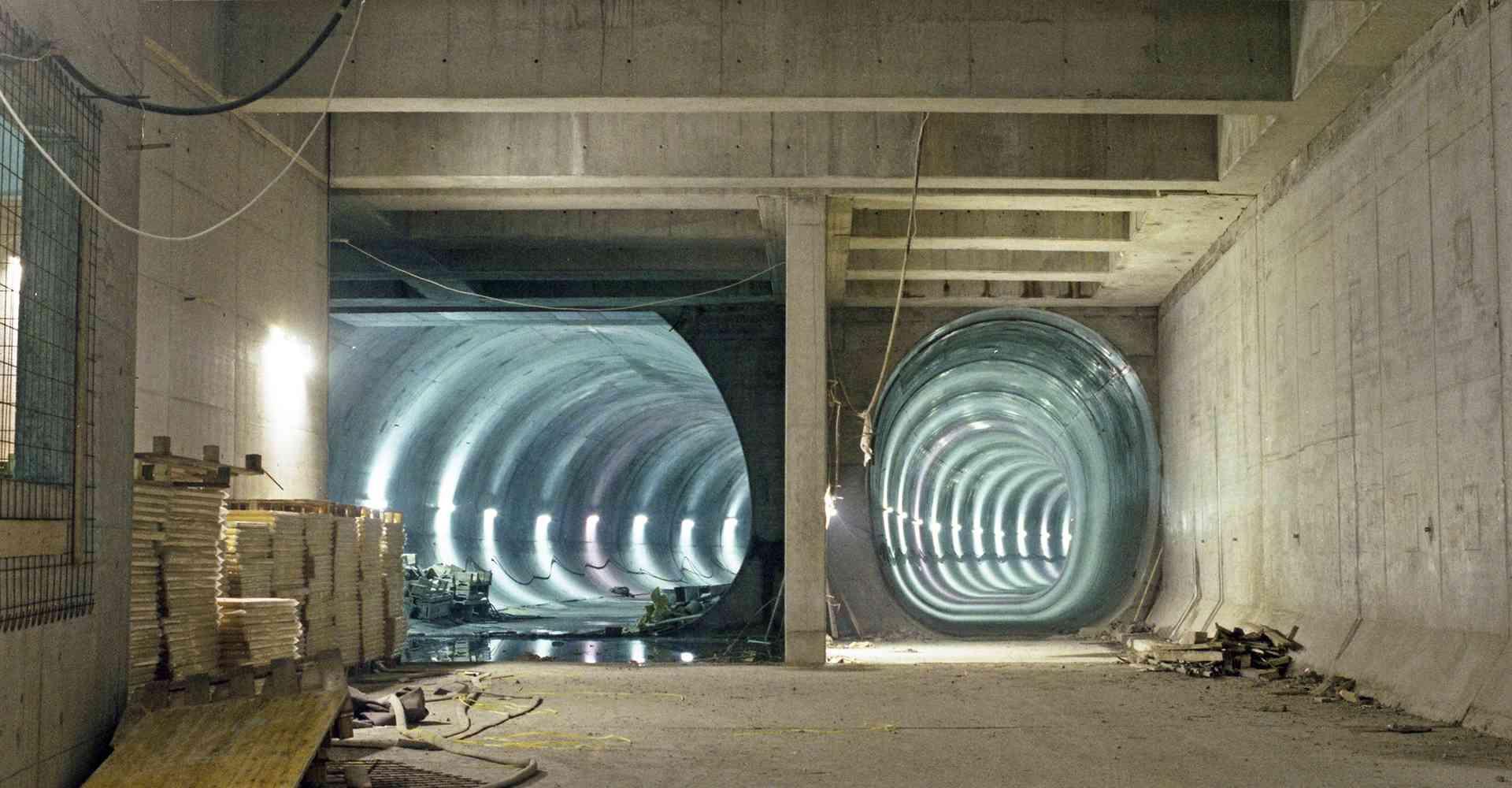 Tunnelröhren bei der Station Philadelphiabrücke (heute Bahnhof Meidling) im Jahr 1986. Drei Jahre später ging die Strecke in Betrieb.