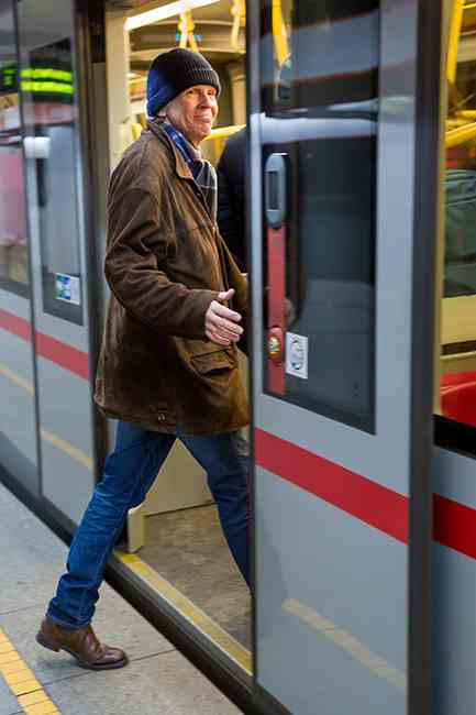 Felix kam als Zweiter ins Ziel. Der passionierte Öffi-Fahrer wählte die stressfreie Variante: U-Bahn und Schnellbahn, beide Male ein Sitzplatz und kein Frieren.