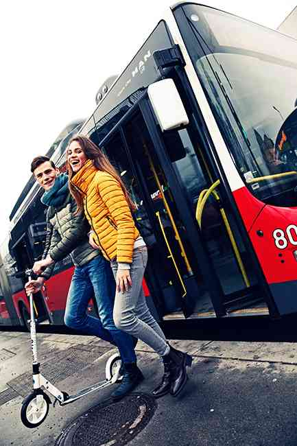 """Statt """"Nur-Öffi-Fahrer"""" oder """"Nur-Fahrrad-Fahrer"""" wird kombiniert. Innovative Großstädte setzen auf multimodalen Verkehr."""