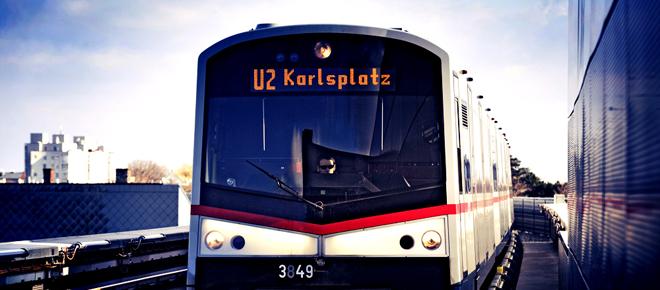 Ein moderner V-Zug im Einsatz auf der Linie U2.