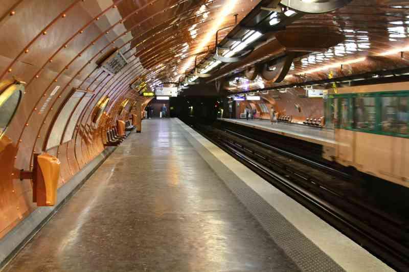 """Die Station Arts et Metiers (Linie 3 und 11) ist einem U-Boot aus Jules Vernes """"20.000 Meilen unter dem Meer"""" nachempfunden. Foto: Chris Waits, CC BY 2.0"""