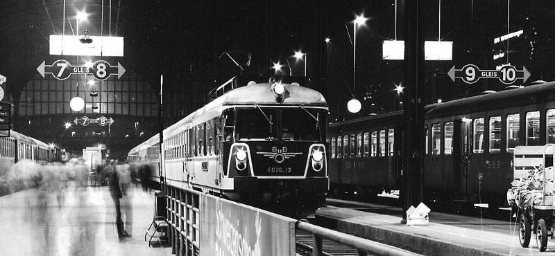 """Der damalige ÖBB-Paradezug """"Transalpin"""" wurde so wie der """"Silberpfeil"""" von Johann Benda entworfen. Foto: Dr. E. Scherer CC BY-SA 3.0"""