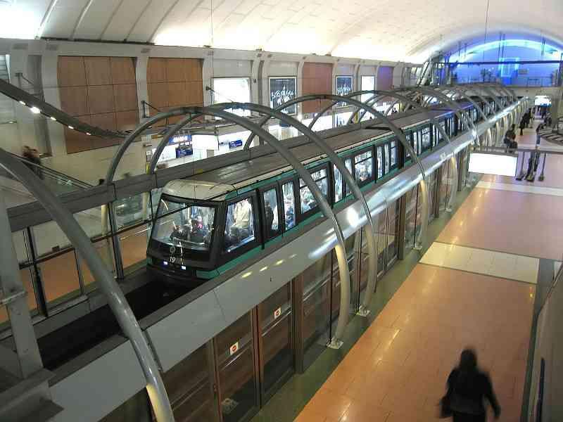 Die vollautomatische Metro Linie 1 kommt gänzlich ohne U-Bahn FahrerInnen aus. Foto: Pline, CC BY-SA 3.0