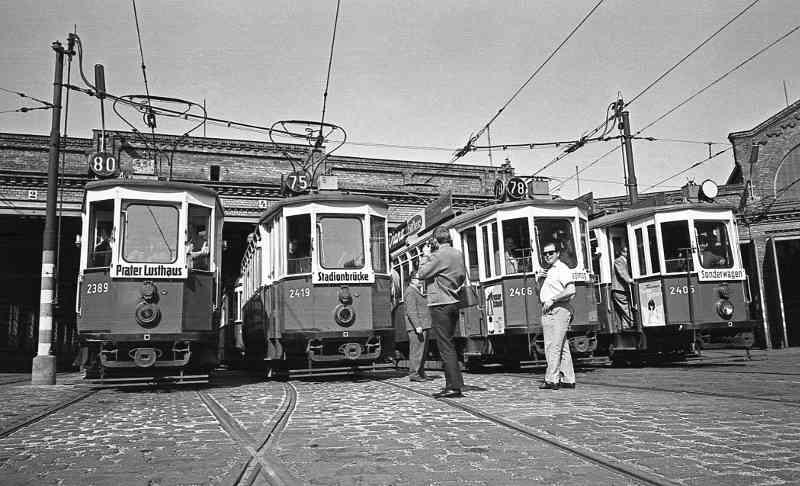 Remise Erdberg im Jahr 1967, ein paar Jahre später entstand hier das Straßenbahnmuseum der Wiener Linien.