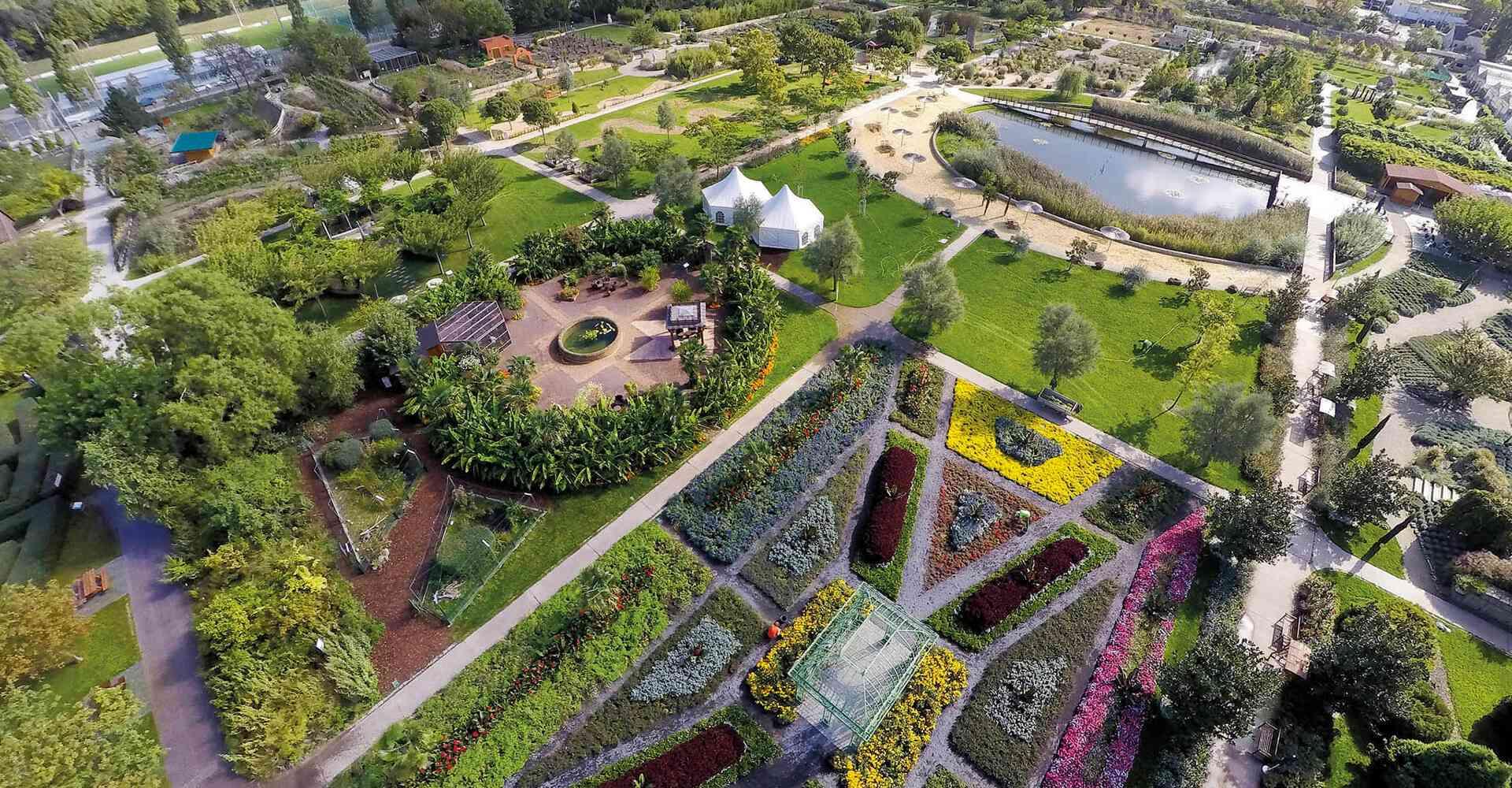 Die Blumengärten laden zum Entspannen ein und bieten Anregungen für die eigene Gartengestaltung.