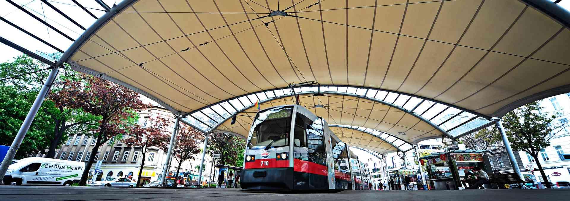 Linie 49 in der Station Burggasse Stadthalle