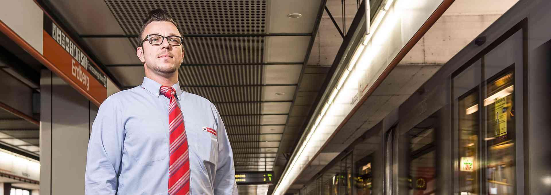 U-Bahn-Fahrer Jürgen Lutz begeistert die Fahrgäste mit netten Durchsagen.