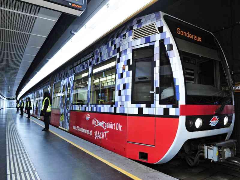 Ein U-Bahn-Zug im Sonderdesign leitete 2010 die Erfolgsgeschichte der Nacht-U-Bahn ein.
