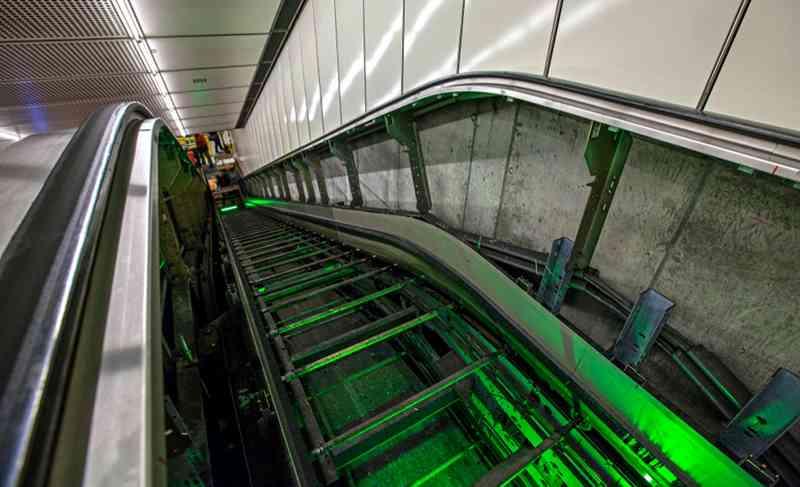 Die Rolltreppen im Wiener-Linien-Netz werden regelmäßig gewartet, damit Sie auch in Zukunft wieder tausende Fahrgäste/Stunde befördern können.