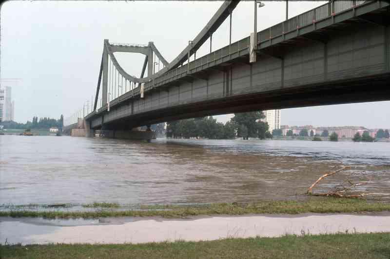 Die zweite Reichsbrücke war bis zu ihrem Einsturz eines der bekanntesten Wahrzeichen Wiens. Foto: TARS631