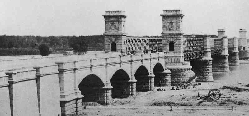 """Die """"Kronprinz-Rudolf-Brücke"""" war der mit nur sechs Metern Breite der erste Übergang, der an dieser Stelle über die Donau führte."""