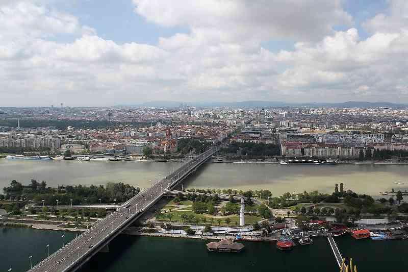 Die heutige Brücke ist 865 Meter lang und bietet Platz für U-Bahn, Autoverkehr, Fahrrad- und Fußwege. Foto: Bwag CC BY-SA 3.0