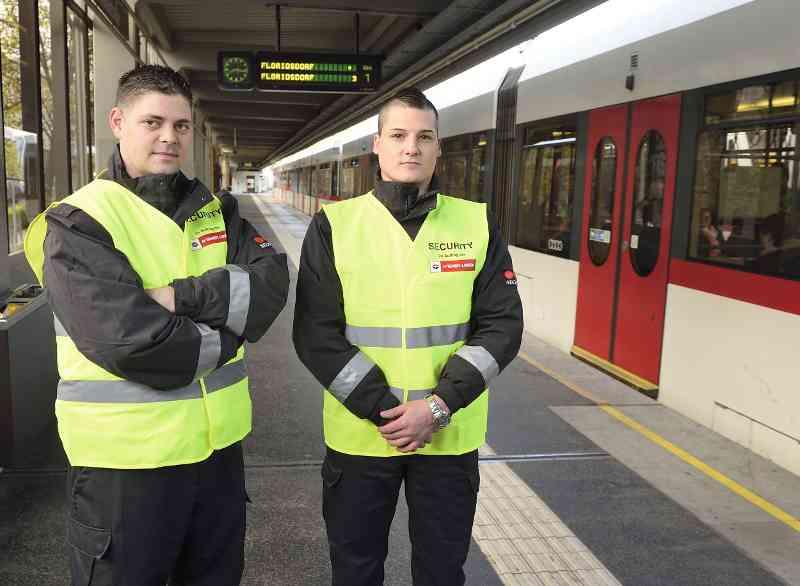 Auch Security der Wiener Linien sorgen für Ordnung auf den Bahnsteigen.