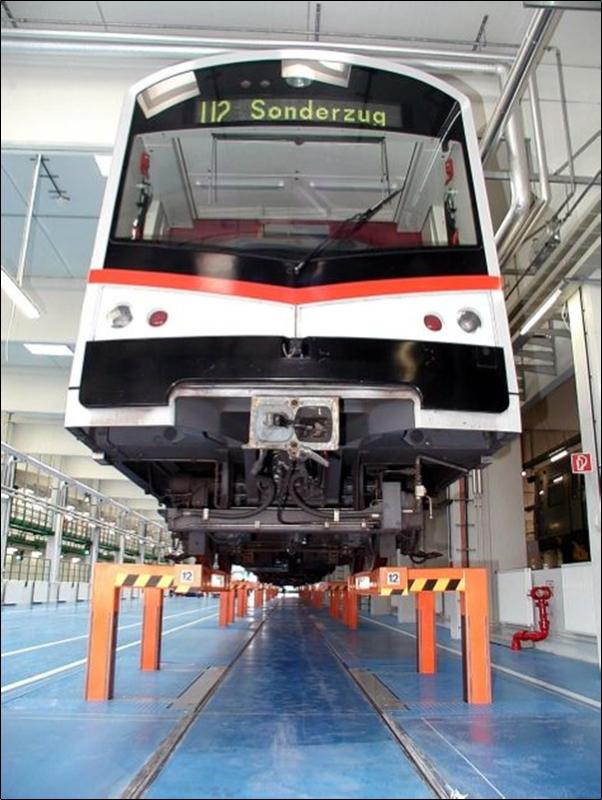 Silberpfeil und V-Wagen werden am Betriebsbahnhof Wasserleitungswiese gewartet.