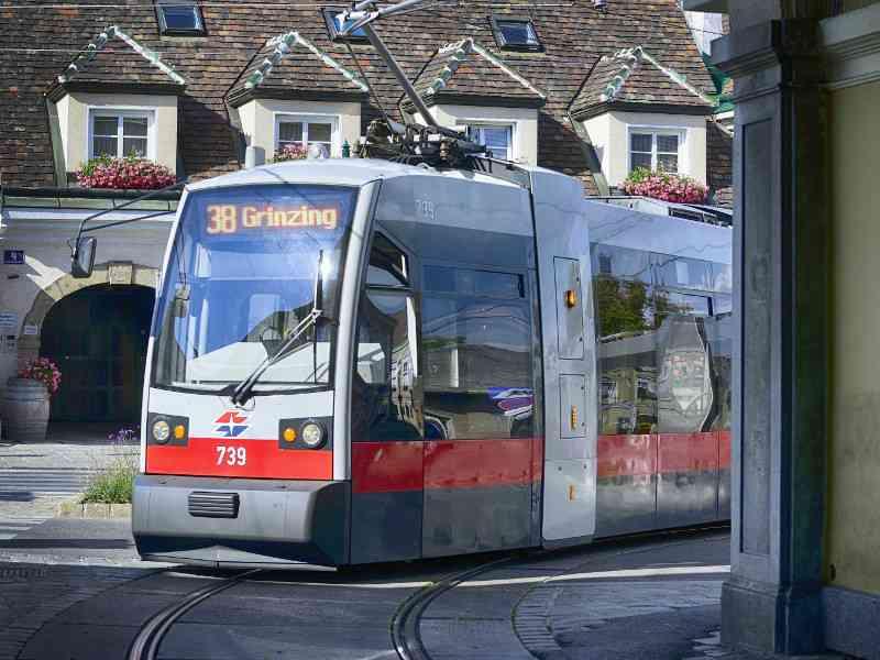 Straßenbahn der Linie 38 kurz vor der Endstation Grinzing.