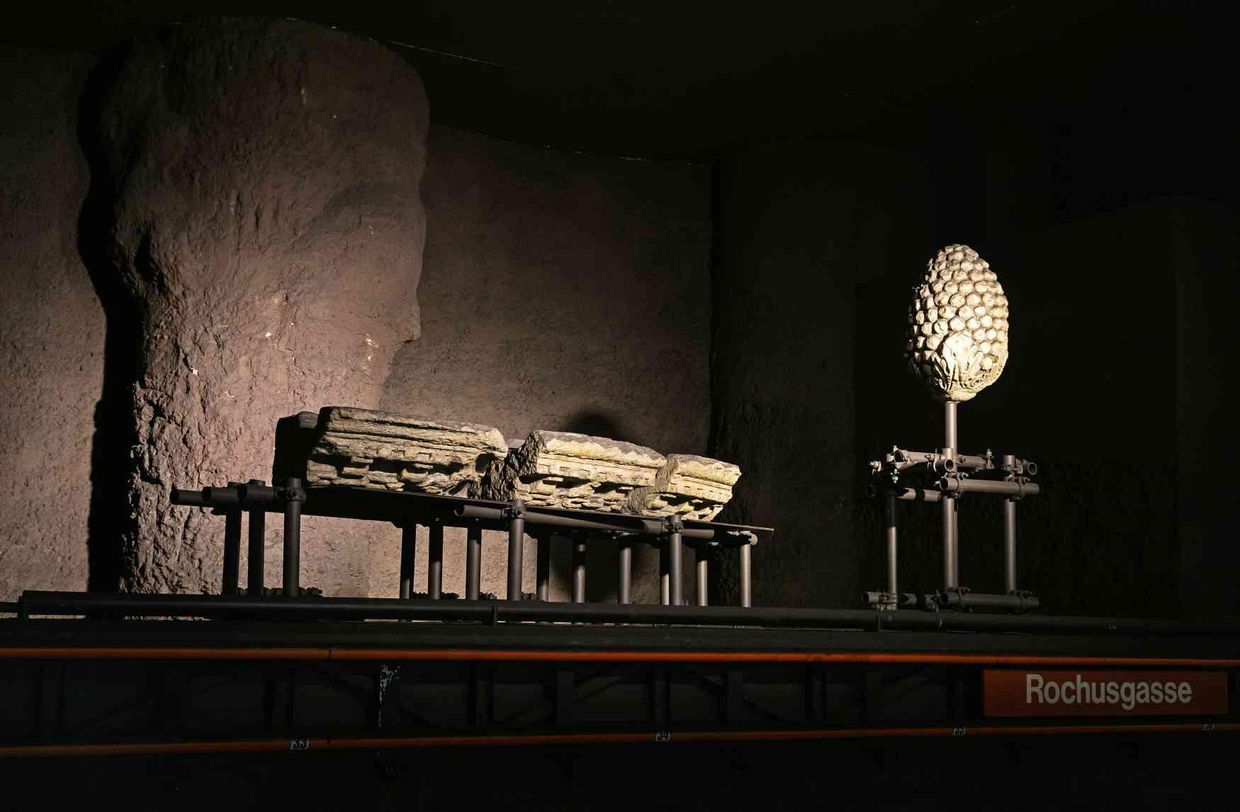 In der U3-Station Rochusgasse entdecken die Fahrgäste römische Exponate.