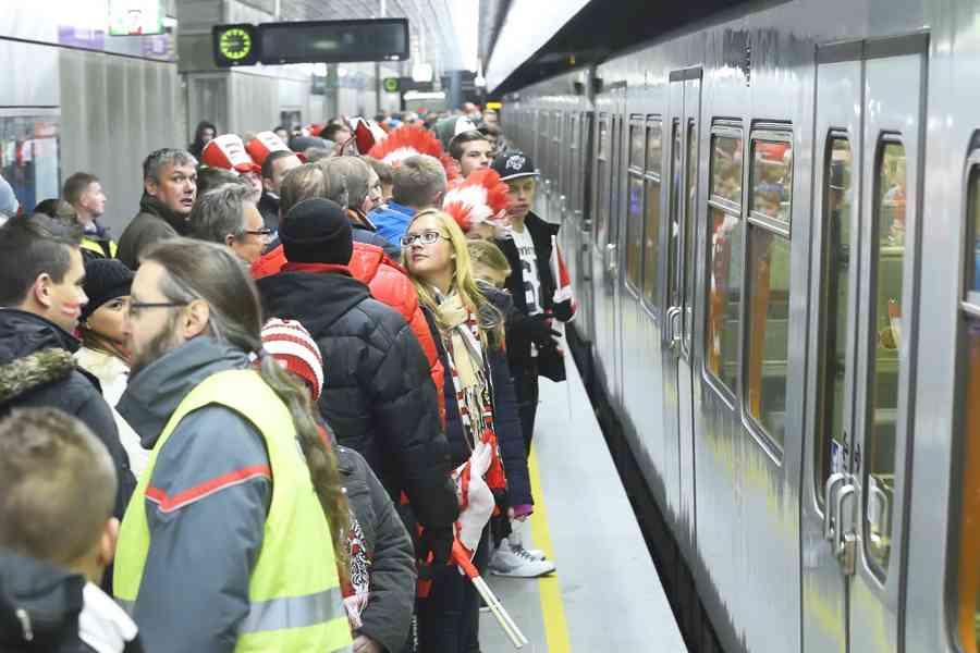 Beim Stadionverkehr machen sich in kürzester Zeit die zehntausenden Besucher des Ernst-Happel-Stadions auf die Heimreise.