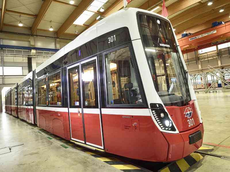 Unsere erste Flexity-Straßenbahn ist fertig.