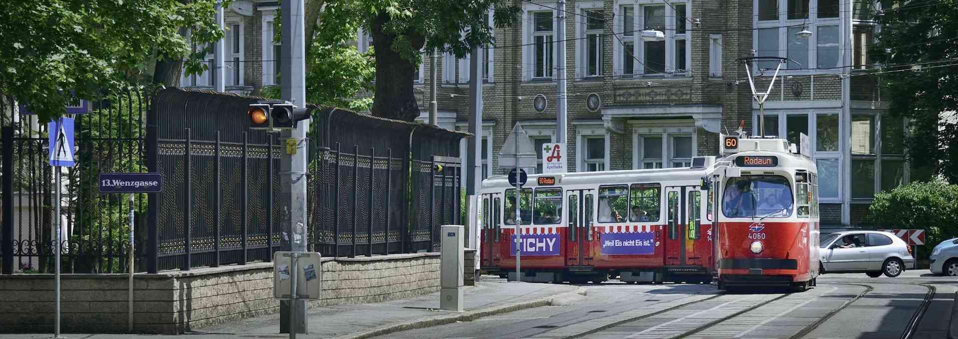 Straßenbahn der Linie 60 in Fahrtrichtung Rodaun.