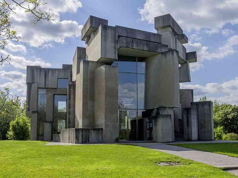 Die Wortrubakirche am Georgenberg im Stadtteil Mauer wurde 1974 vom Bilhauer Fritz Wortruba entworfen. (Foto: Thomas Ledl)