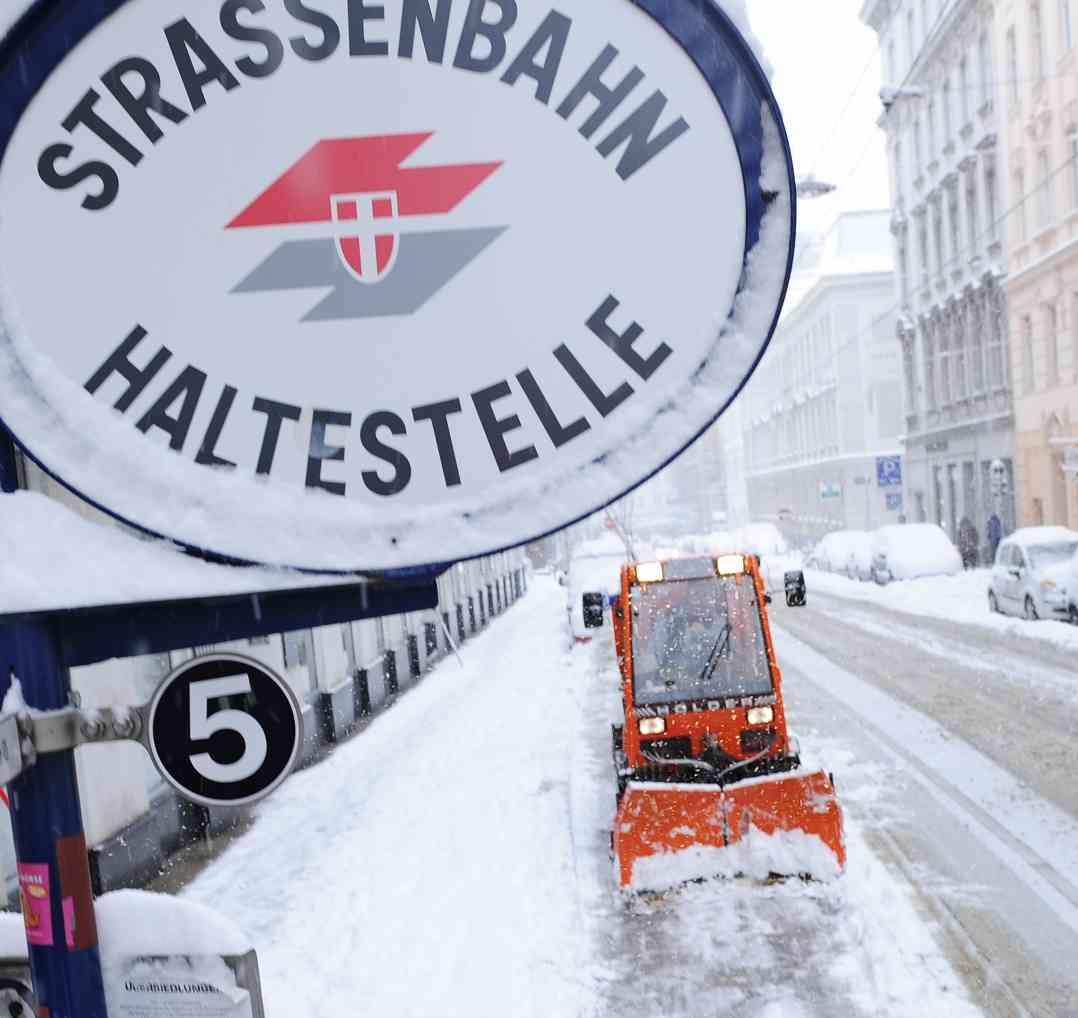 Ab einer Schneehöhe von fünf Zentimetern beginnt der Winterdienst zu räumen.
