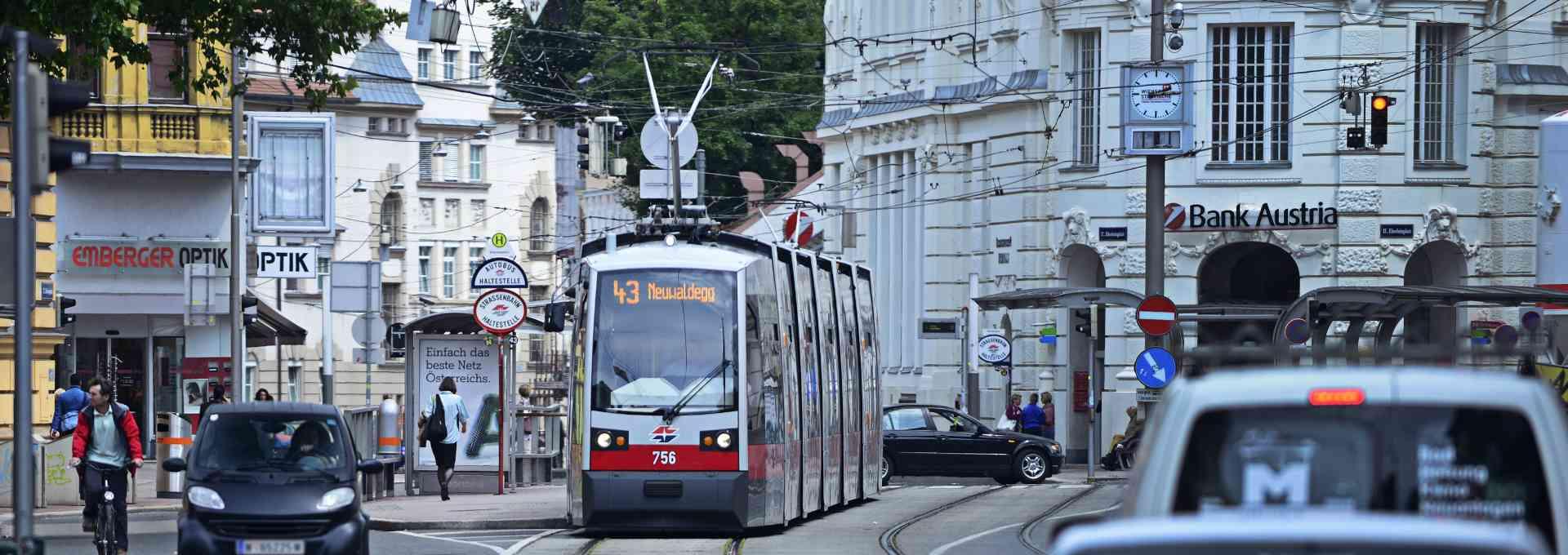 Die Straßenbahnlinie 43 verbindet mit das Beste, was die Stadt zu bieten hat.