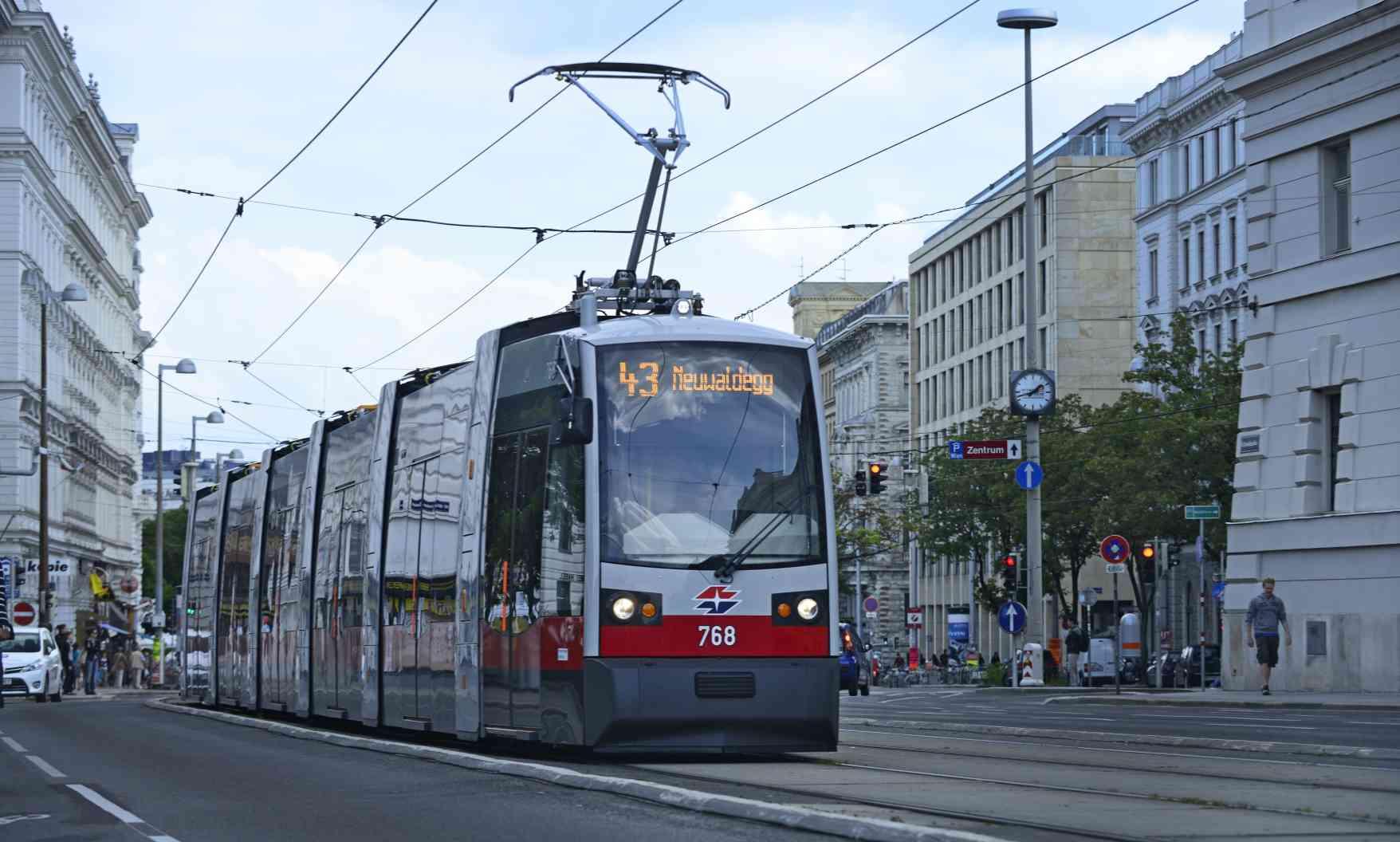 Der 43er kurz nach der Haltestelle Landesgerichtsstraße.