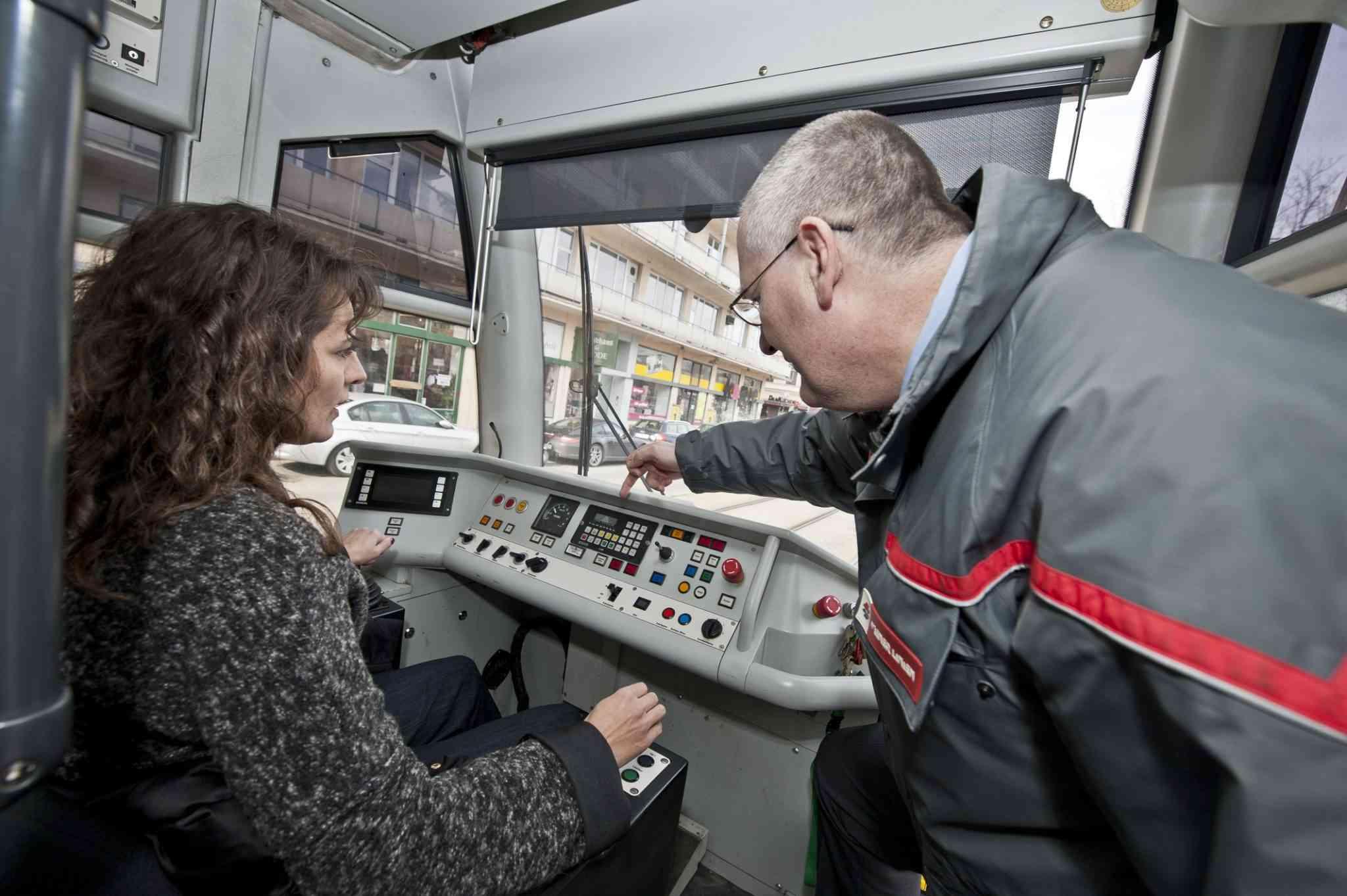 Das Bimfahren macht Spaß, zeigt den FahrlehrerInnen jedoch auch, wie anspruchsvoll das Fahren einer Straßenbahn ist.