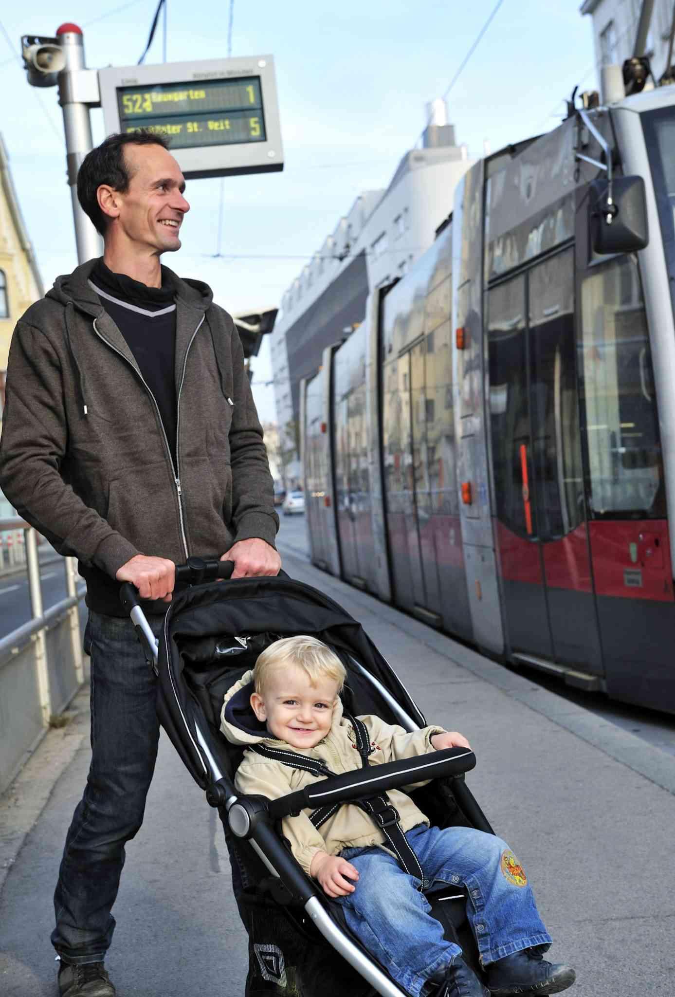Die Hochflurbims werden sukzessive von barrierefreien Straßenbahnen ersetzt.