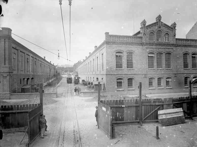 Die alte Hauptwerkstätte in der Siebeneichgasse schloss direkt an die Remise Rudolfsheim an. Das Gebäude ist heute noch gut erkennbar.