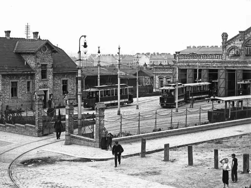 In der Aßmayergasse in Meidling standen ab 1893 Pferde unter, von 1902 bis 1932 Straßenbahnen. Die Gleisanlagen wurden 1987 endgültig gesperrt.