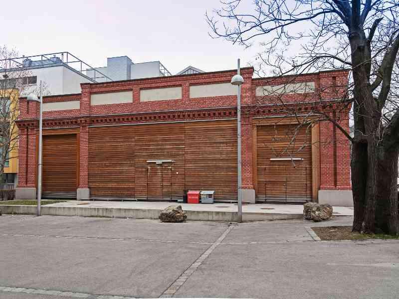 Die Remise Vorgarten war von Jänner 1897 bis September 1982 in Betrieb. Hier ist heute ein Supermarkt untergebracht.