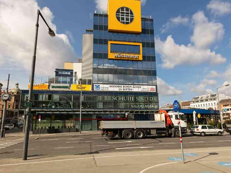 Nicht nur Remisen und Garagen, auch unsere Stationen haben sich gewandelt. Ein Beispiel dafür ist die heutige U4-Station Meidling Hauptstraße, die früher zur Stadtbahn gehörte.