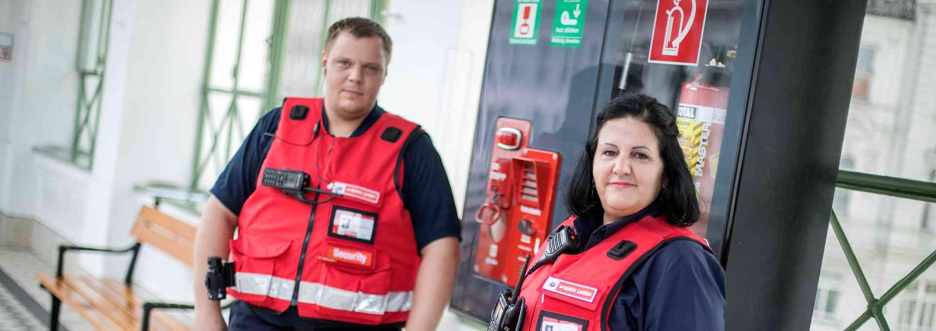 Sevim Sarikaya und Manuel Baier gehören zu den neuen Sicherheitsmitarbeitern der Wiener Linien.