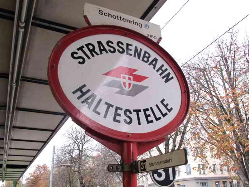 Wir beginnen unsere Entdeckungstour bei der Station Schottenring. Von dort aus macht sich die Linie 31 auf den Weg nach Stammersdorf.