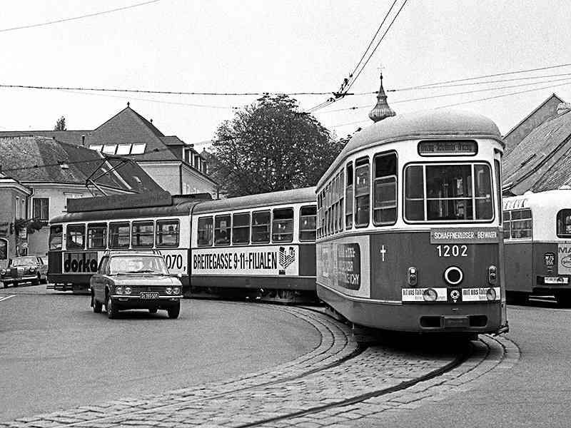 Triebwagen der Type E1 bei der Einfahrt in die Umkehrschleife Grinzing Anfang der 1970er Jahre.